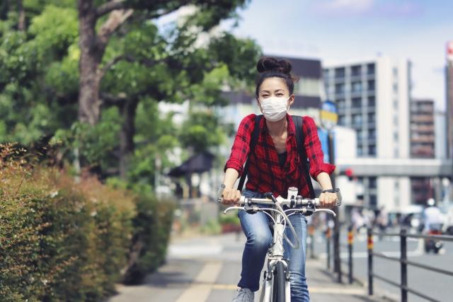 女性 自転車 夏